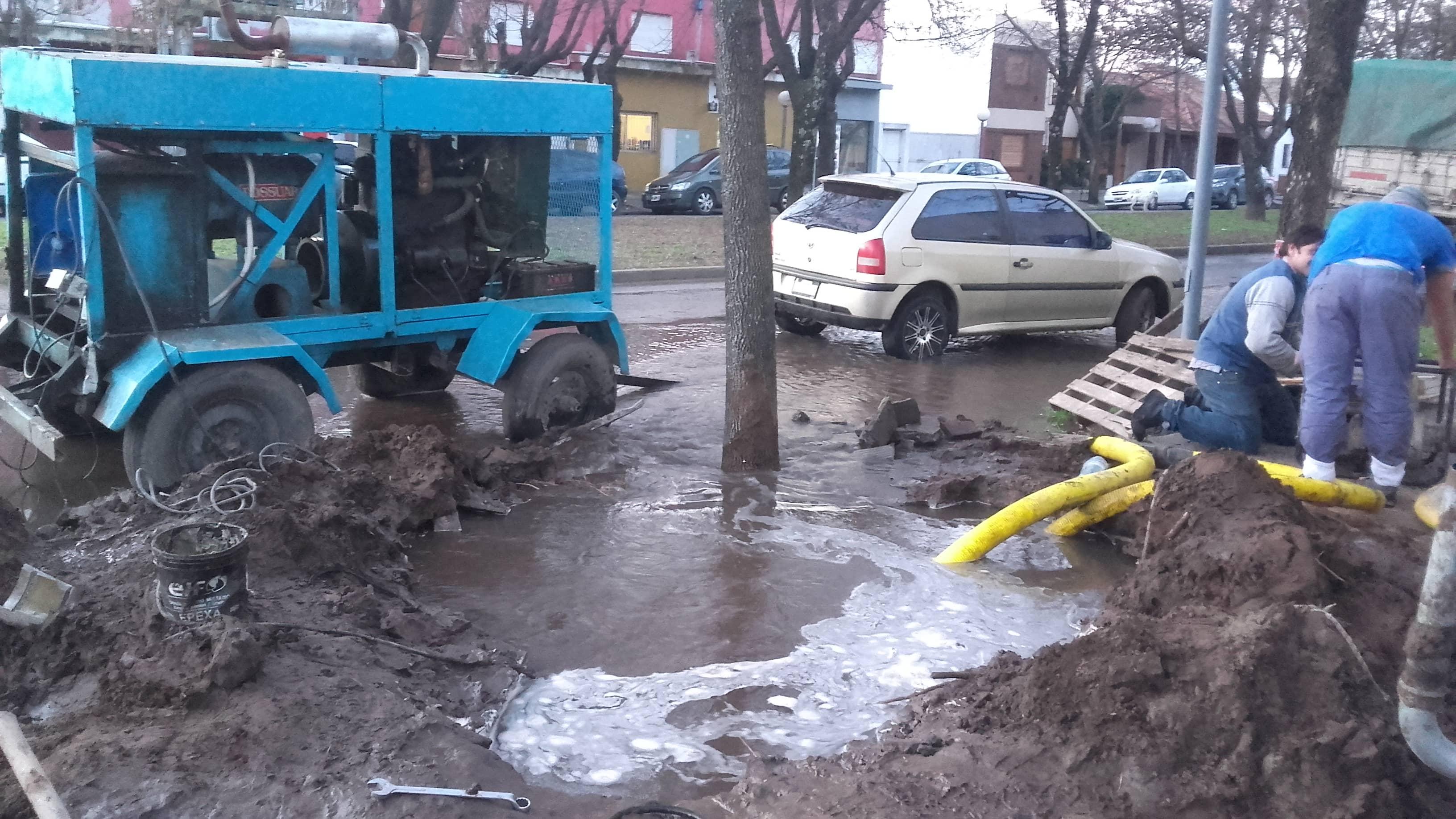El Municipio reparó ayer un caño de la red de agua