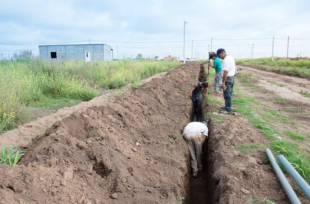 Avanzan las obras en las redes de agua y cloacas de la Ampliación Urbana