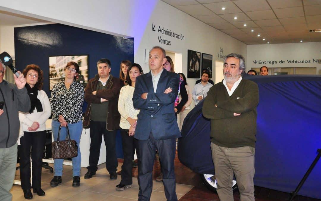 Lens entregó un auto a UTN para prácticas educativas de escuelas técnicas