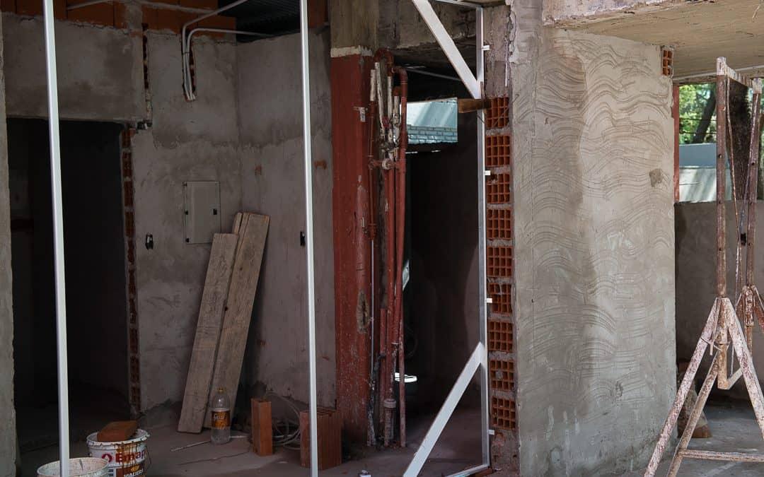 Se realizan los trabajos finales en los baños de Casa del Niño