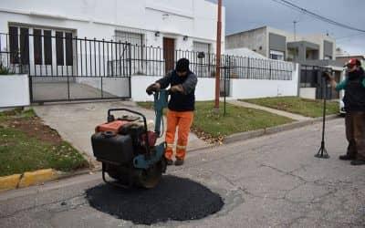 EL MUNICIPIO REALIZA TAREAS DE BACHEO EN TREINTA DE AGOSTO
