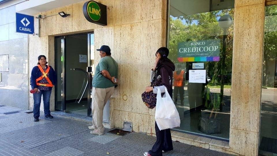 SIGUE EN LOS BANCOS LA ATENCIÓN EXCLUSIVA PARA JUBILADOS Y PENSIONADOS: HOY (LUNES), DNI TERMINADOS EN 4 Y 5