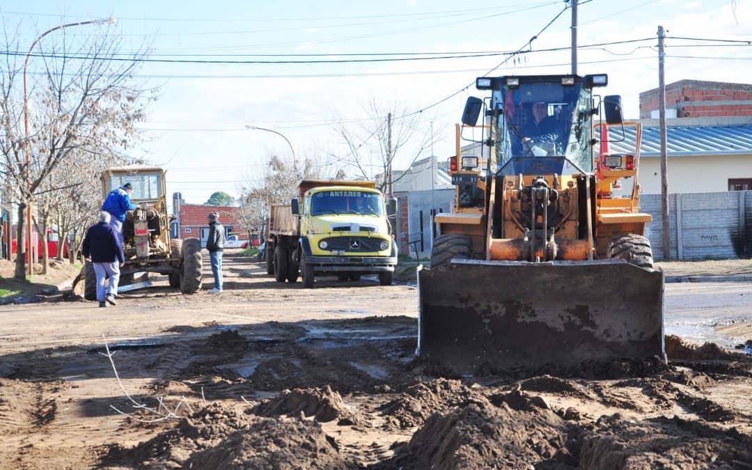 Se realiza pavimentación y bacheo en distintos sectores de la ciudad