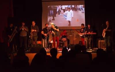 Se realizó un recital de blues a beneficio de la Escuela 502