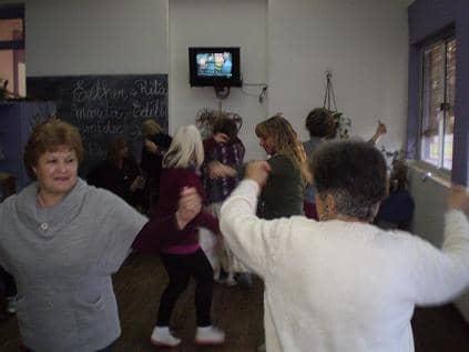 Clase de baile en el Cumen Che
