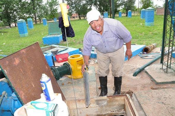 Obras Sanitarias realizó recambio de una de las bombas de la cisterna