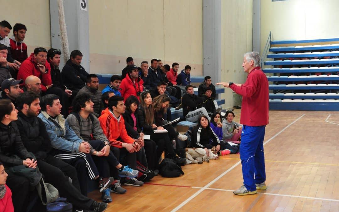 Dictan capacitación en atletismo para profesores y estudiantes de educación física