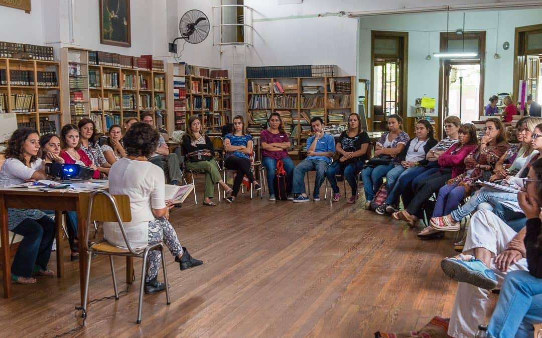 Capacitación en la Biblioteca Rivadavia para docentes de la Escuela Municipal