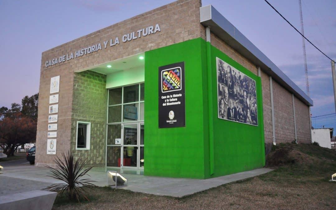 Muestra de arte y acto de la Escuela Especial 502 en la Casa de la Cultura