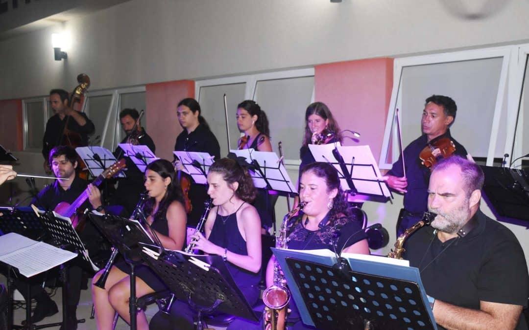 EN SU PRIMER CONCIERTO DEL AÑO, LA ORQUESTA DE TANGO LE PUSO MUSICA A UNA NOCHE MAGICA EN EL PARQUE MUNICIPAL