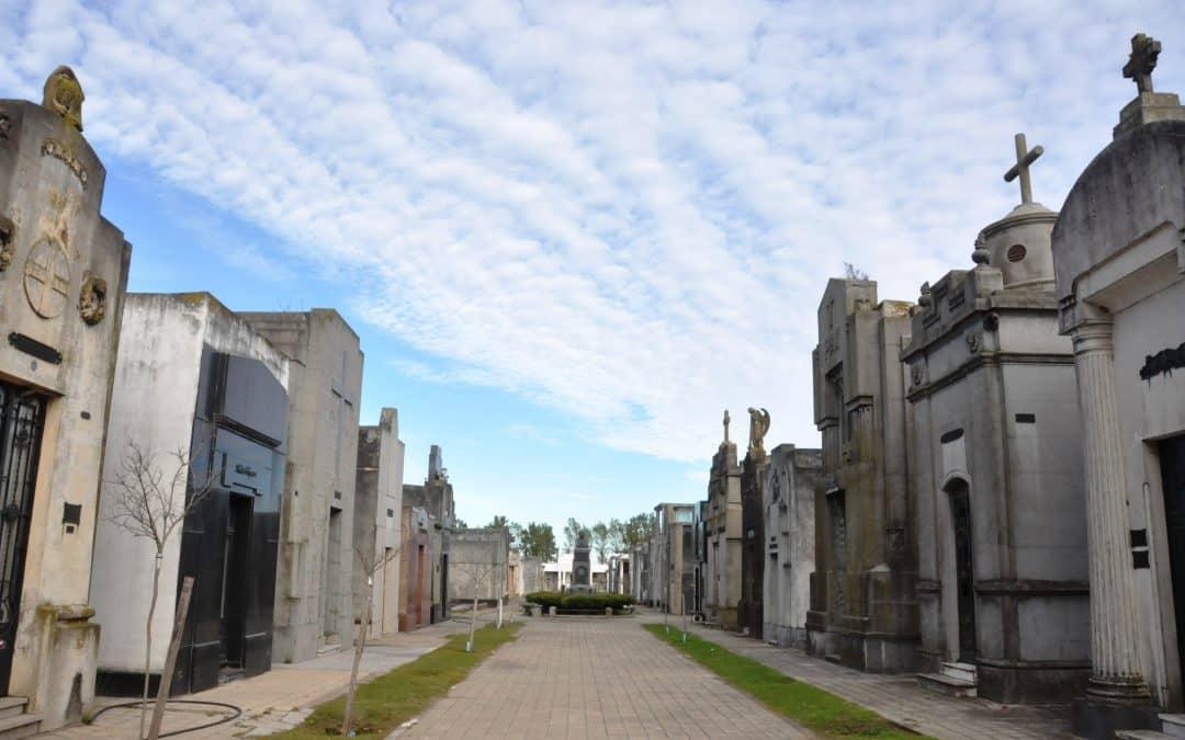 Acto oficial y primera visita guiada al cementerio