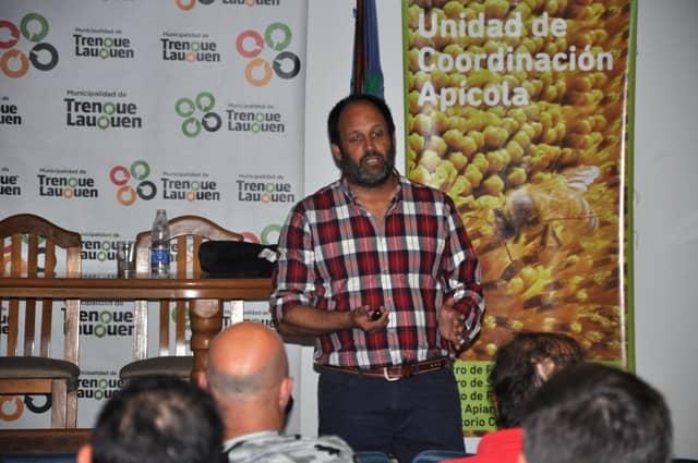 Se realizó una charla informativa para productores apícolas