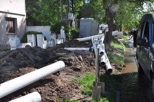 El Municipio repara red domiciliaria de cloacas en calle Roca