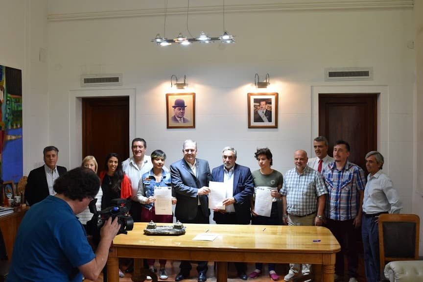 EL MUNICIPIO Y UN GRUPO DE COOPERATIVAS FIRMARON HOY (VIERNES) UN CONVENIO PARA TRABAJAR EN FORMA CONJUNTA