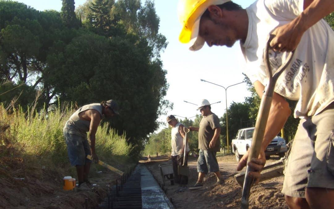 Comenzó la obra de pavimento y cordón cuneta en el Barrio Parque