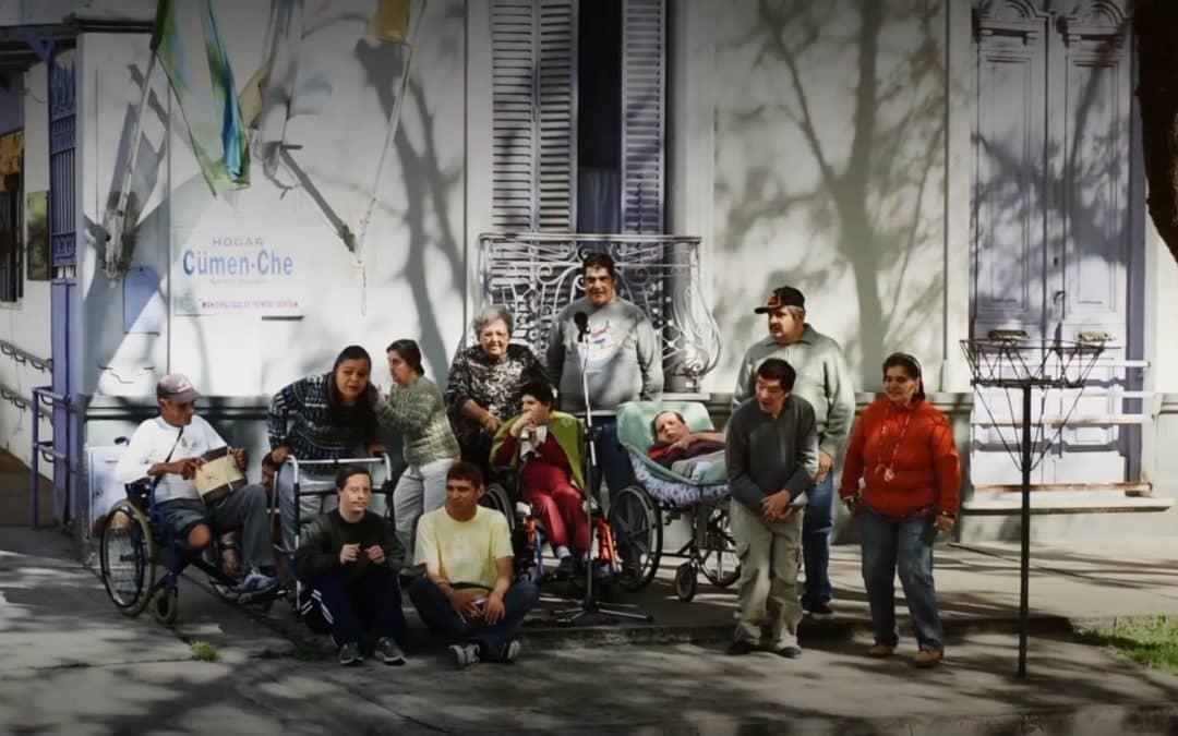 Comienza un taller de radio con residentes del Hogar Cumen Che