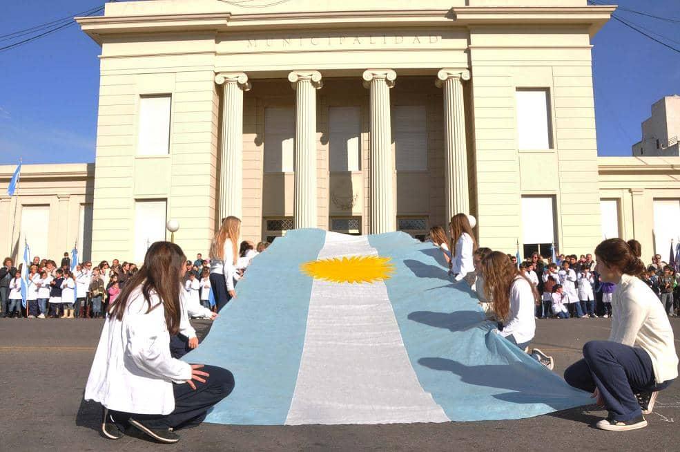 Acto oficial por el día de la Bandera