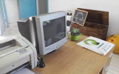 Entrega de computadoras recicladas en 30 de Agosto