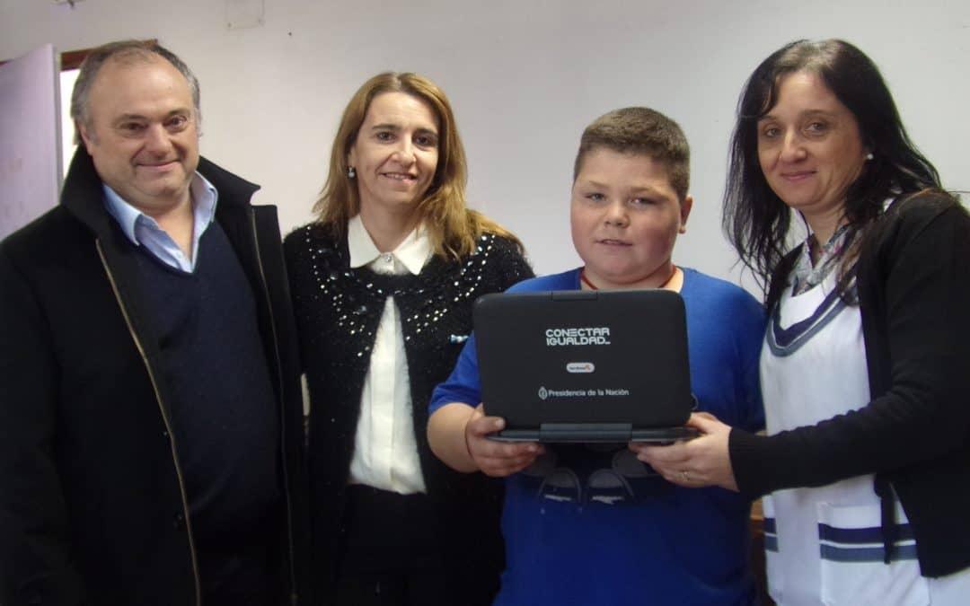 Muñagorri participó de un acto de entrega de Netbooks