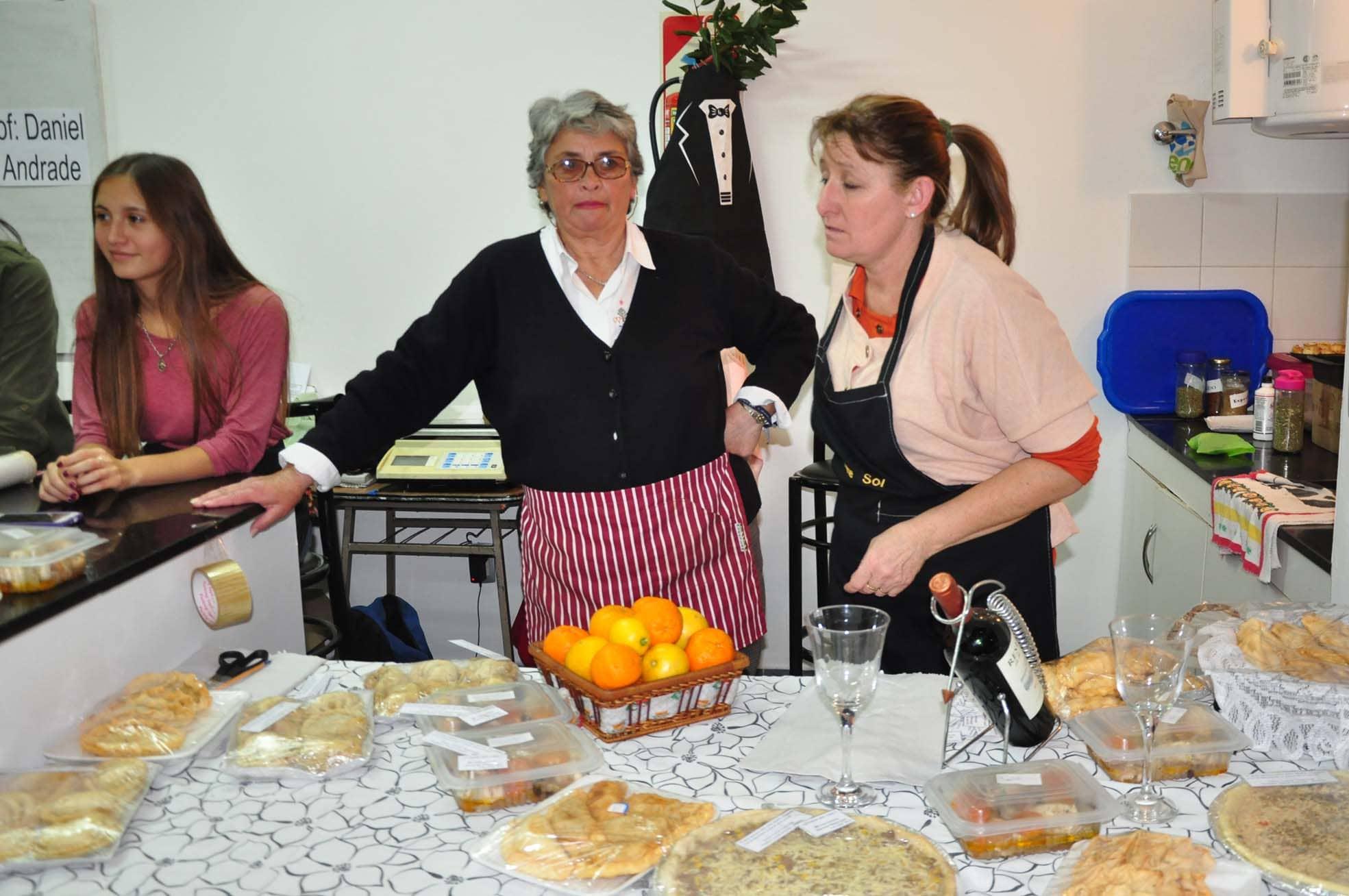 Curso de cocina para estudiantes en la Escuela Municipal
