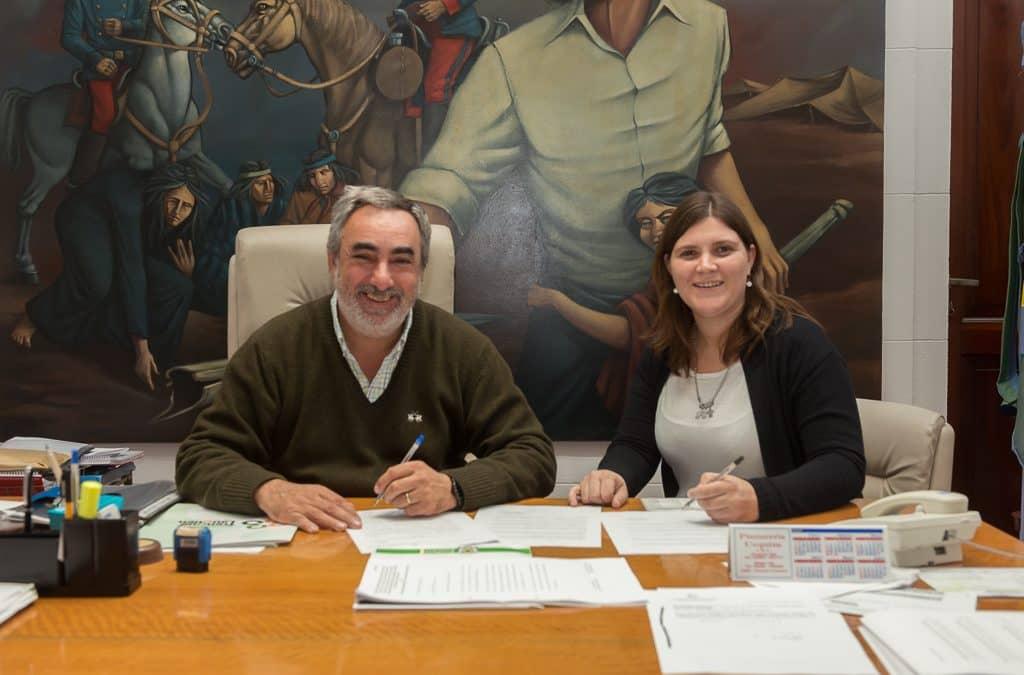 El Intendente firmó un acta acuerdo con la Directora de la Escuela Técnica Nº 1