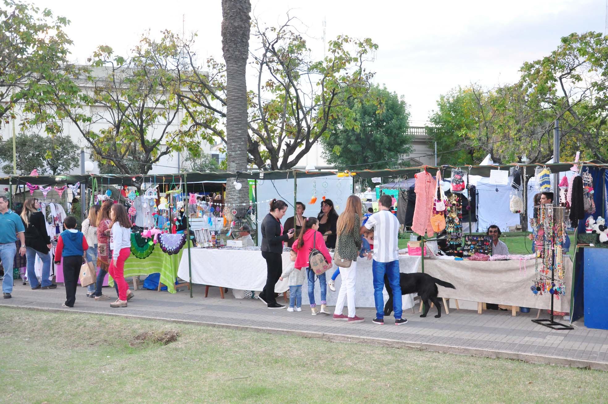Se dictan talleres en el marco de la Feria de Artesanos