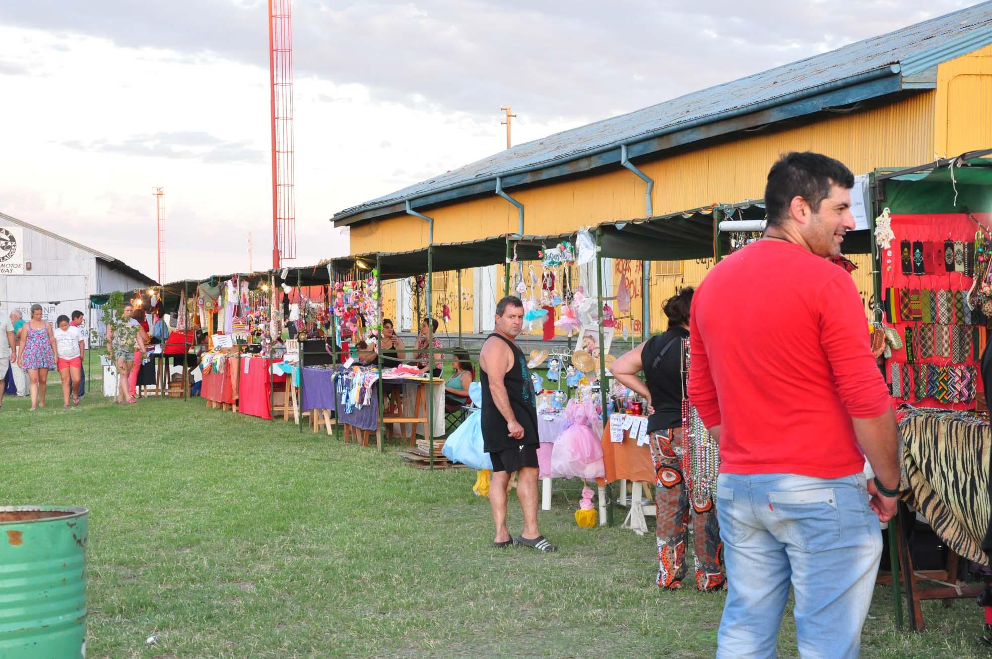Feria de artesanos y gastronómicos
