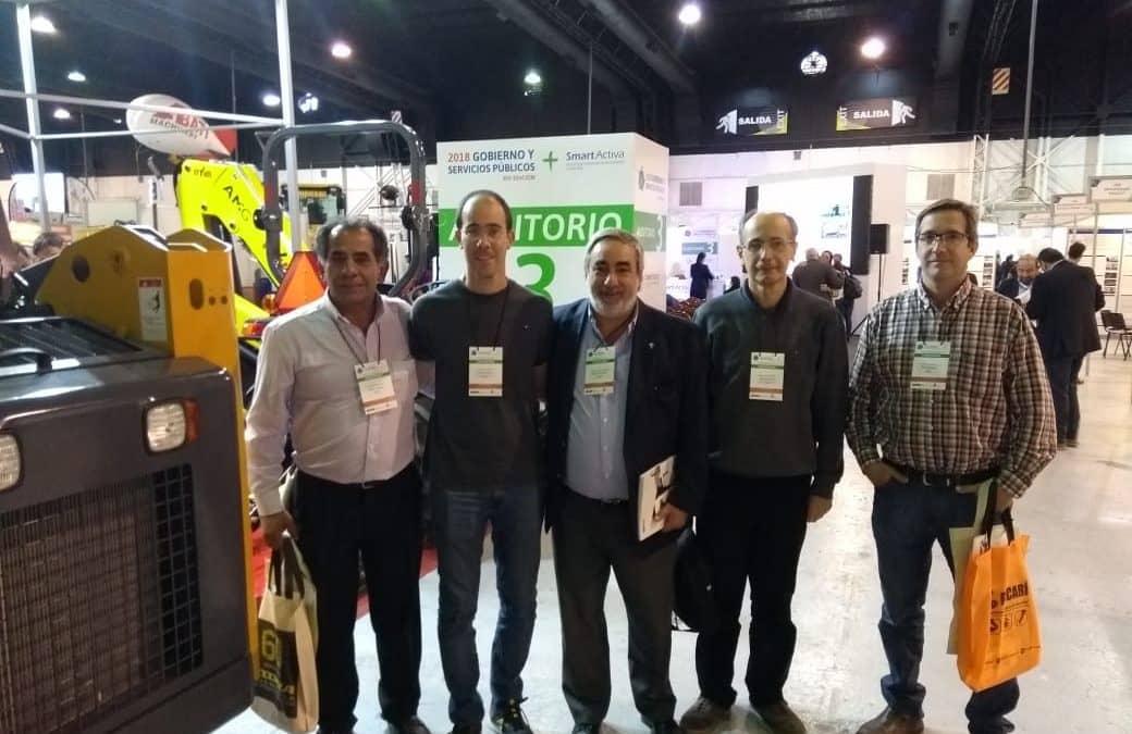 FERNANDEZ Y PARTE DE SU EQUIPO DE FUNCIONARIOS, EN UNA FERIA Y CONGRESO INTERNACIONAL PARA GOBIERNOS LOCALES