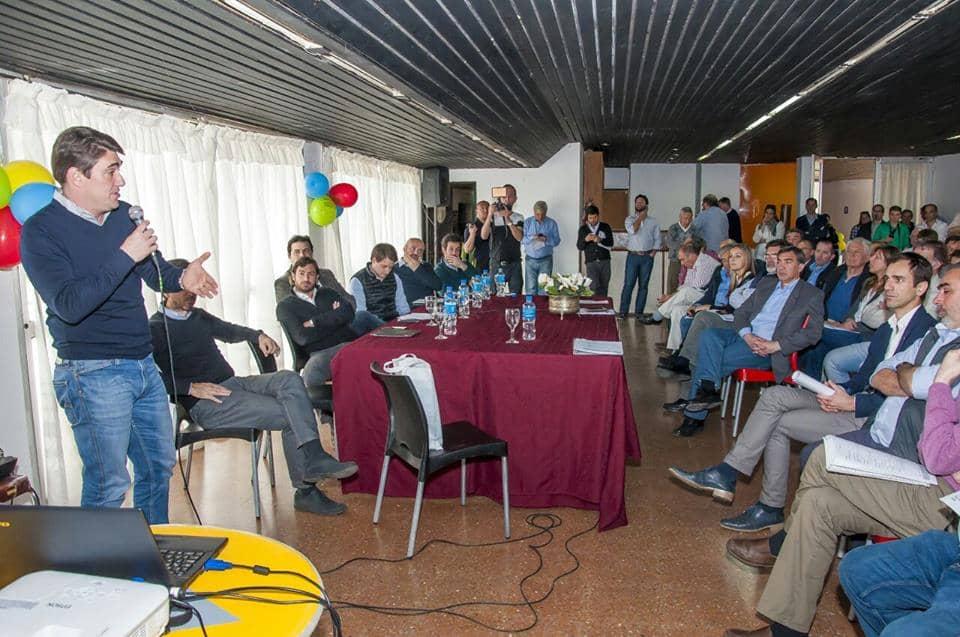 Fernández participó de una reunión de intendentes en 9 de Julio