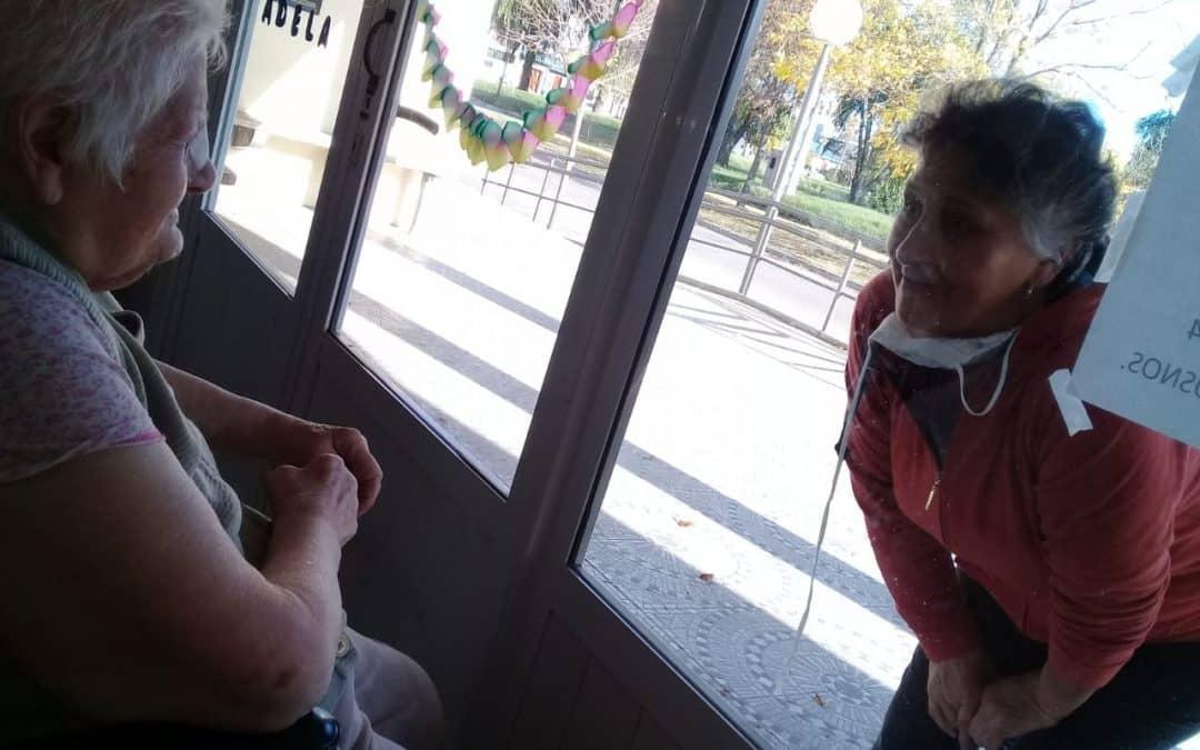 """SE LANZA LA CAMPAÑA """"UN SALUDO POR UN BESO"""", PARA ACOMPAÑAR A LOS RESIDENTES DE LOS HOGARES CASTELLA, EVITA Y ALBERTO CÓRDOBA"""