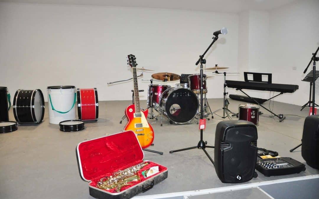 La Dirección de Cultura entregó instrumentos a la Escuela de Música Municipal