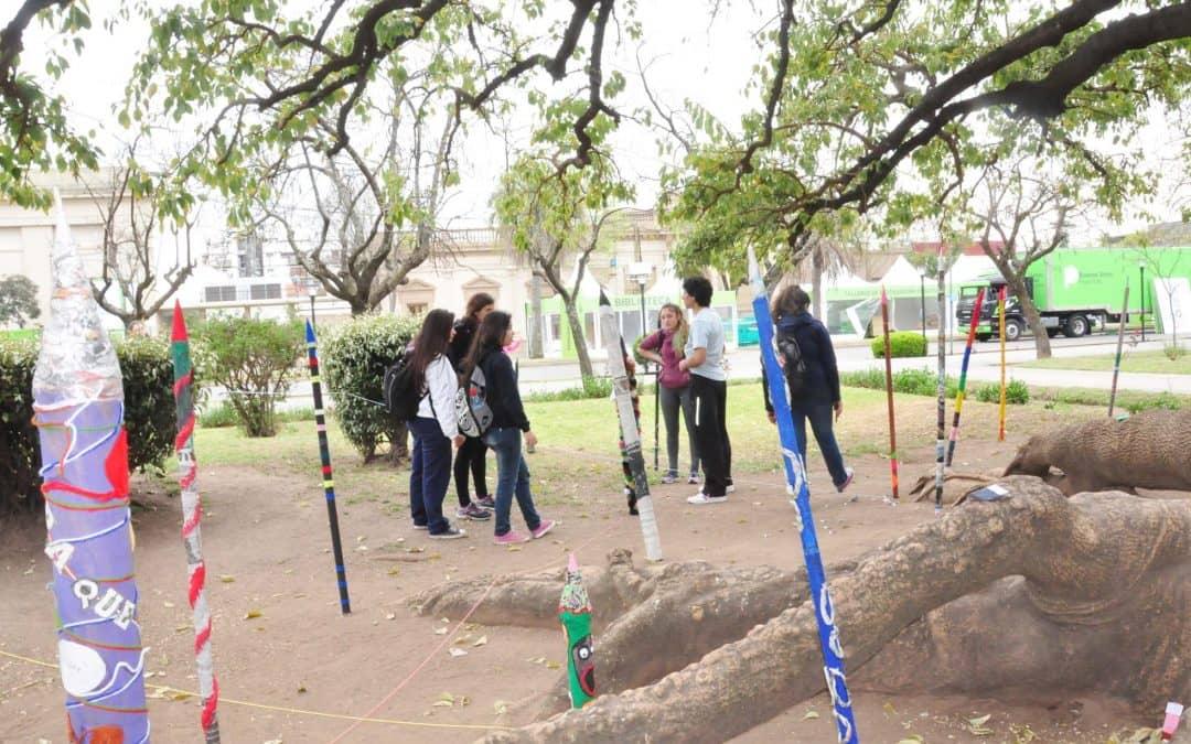 Estudiantes de la EES 8 intervinieron la plaza por la Reafirmación de los Derechos de los Estudiantes Secundarios