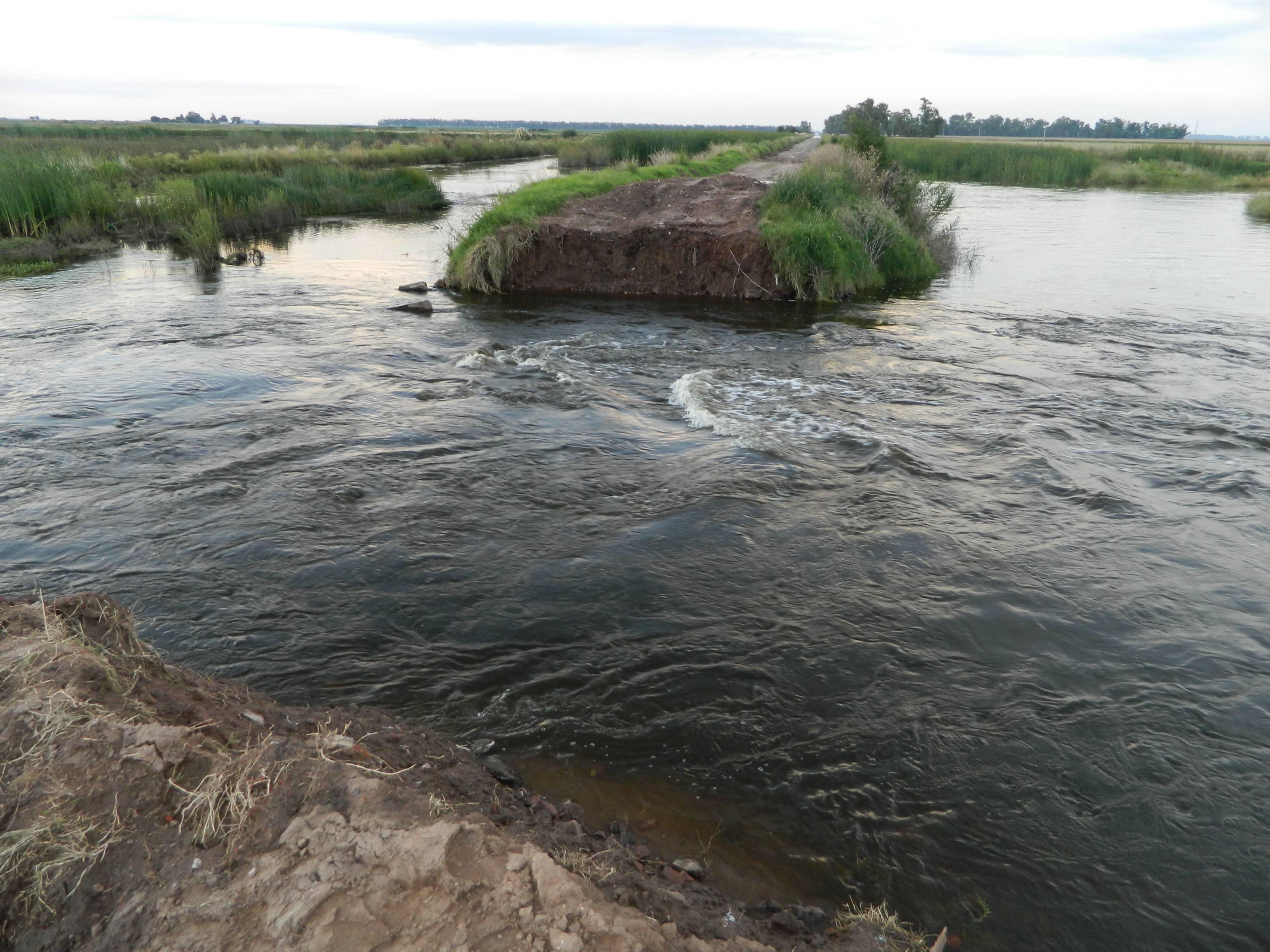 Fernández sobrevuela la región inundada