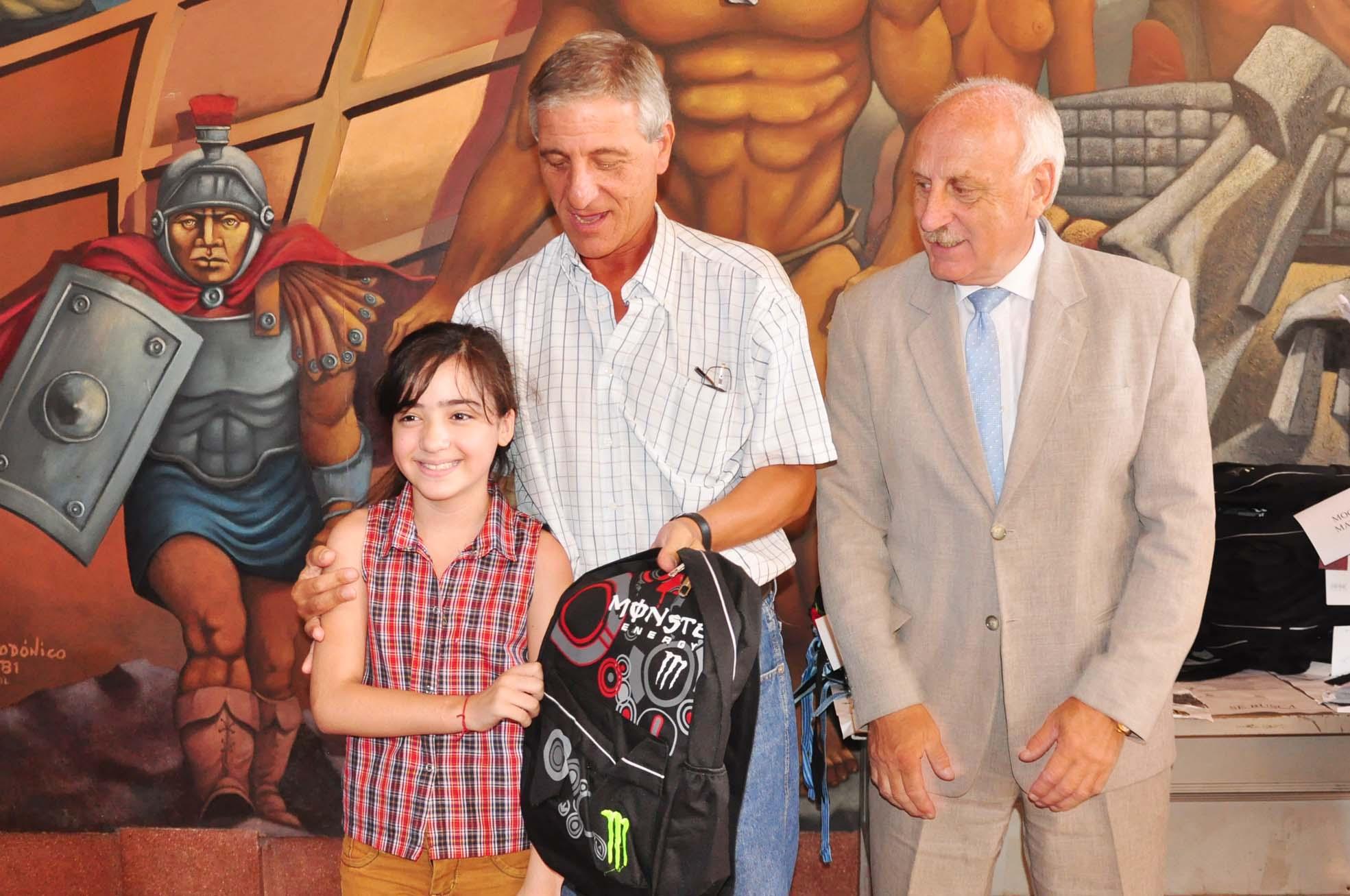 Corsos: Se entregaron las mochilas y los útiles escolares