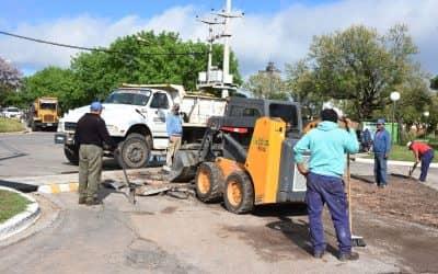 Se realizan tareas de bacheo en el acceso al Parque Municipal
