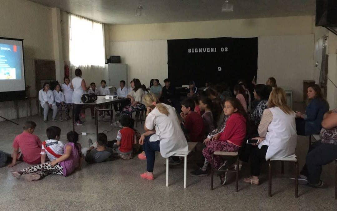 La Escuela 35 presentó su proyecto de energía eólica en la Escuela de Pehuen Có