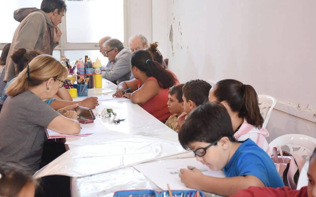 MÁS DE 20 PERSONAS DE DISTINTAS EDADES INICIARON HOY (LUNES) EL TALLER DE PINTURA Y DIBUJO EN LA DIRECCIÓN DE CULTURA
