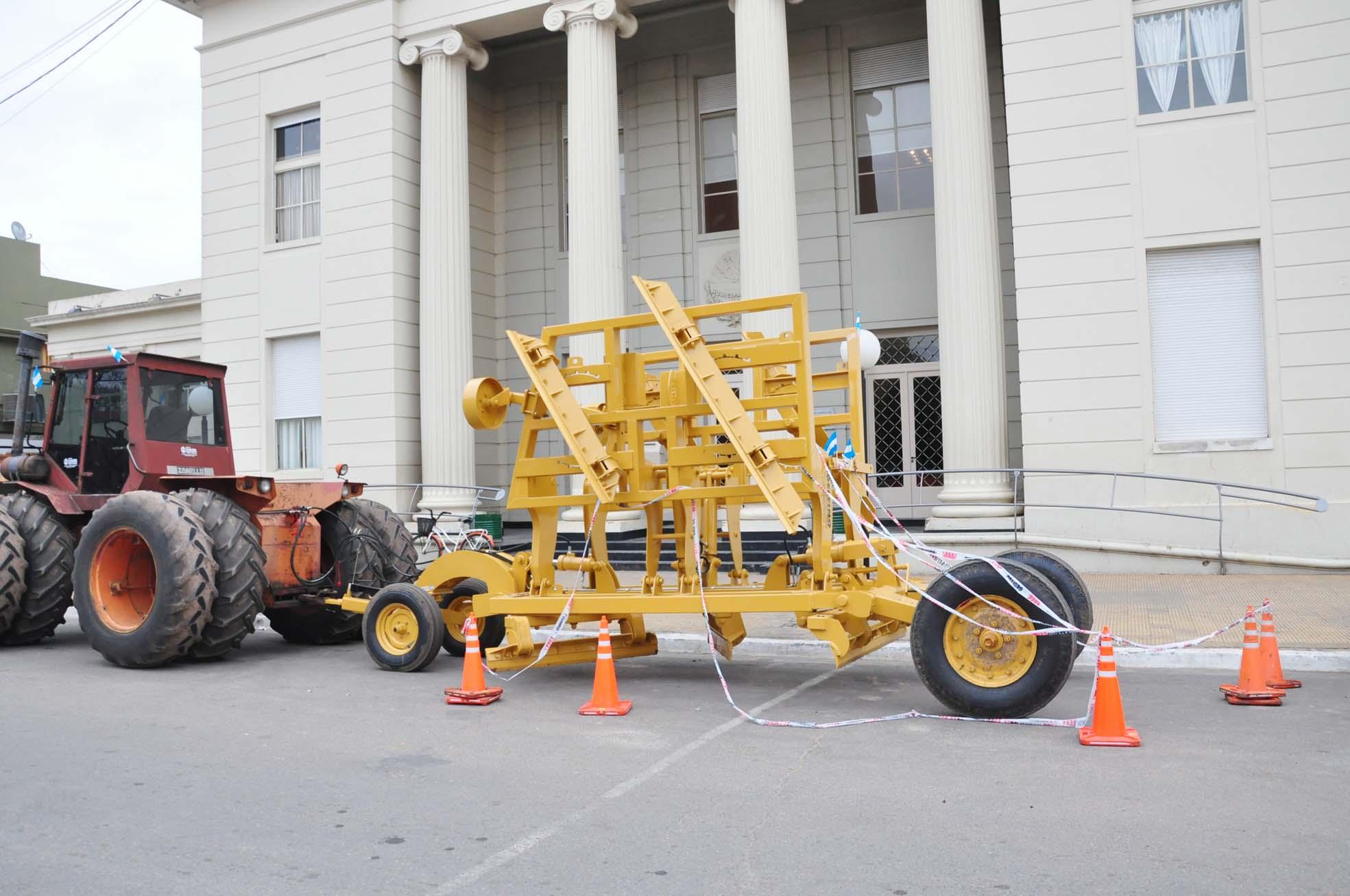 El Municipio adquirió un rabasto perfilador y un tractor