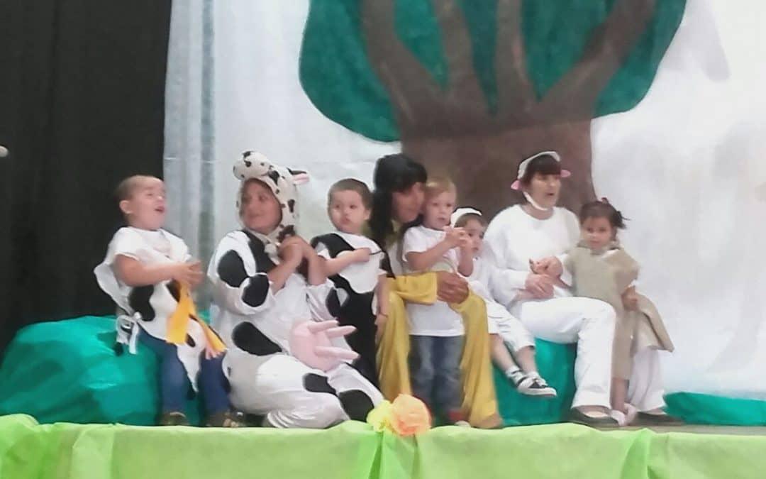 Acto de fin de año en el Jardín Maternal Municipal de Berutti