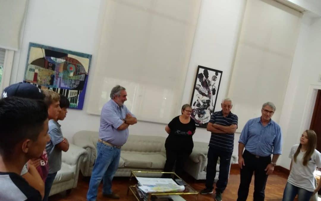 EL INTENDENTE RECONOCIÓ EL DESEMPEÑO DE LOS CHICOS QUE PRACTICAN VOLEY Y TAEKWONDO EN DOS BARRIOS