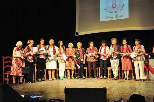 Reconocimiento a 12 mujeres en su día