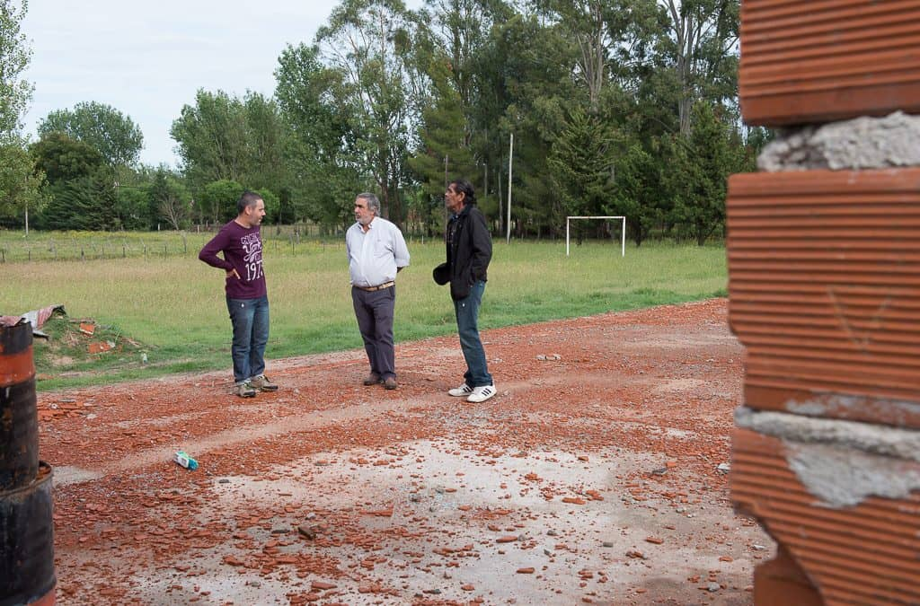 Fernández visitó las escuelas en las que el Municipio hará distintas obras