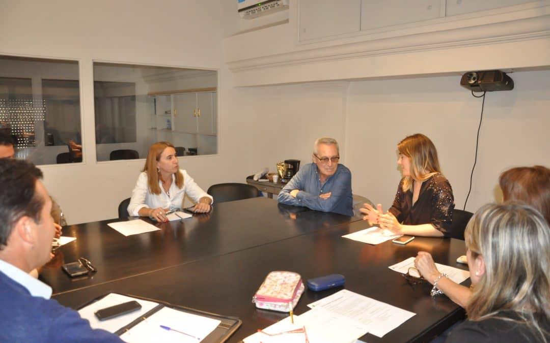 Funcionarios municipales en una reunión por la Red Escuelas de Aprendizaje