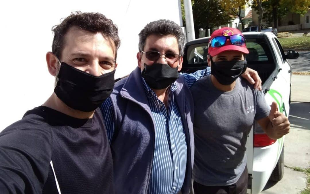 EL MUNICIPIO COLABORA CON CÁRITAS EN LA ENTREGA DOMICILIARIA DE LOS BOLSONES DE MERCADERÍA A LAS FAMILIAS QUE ASISTE LA INSTITUCIÓN