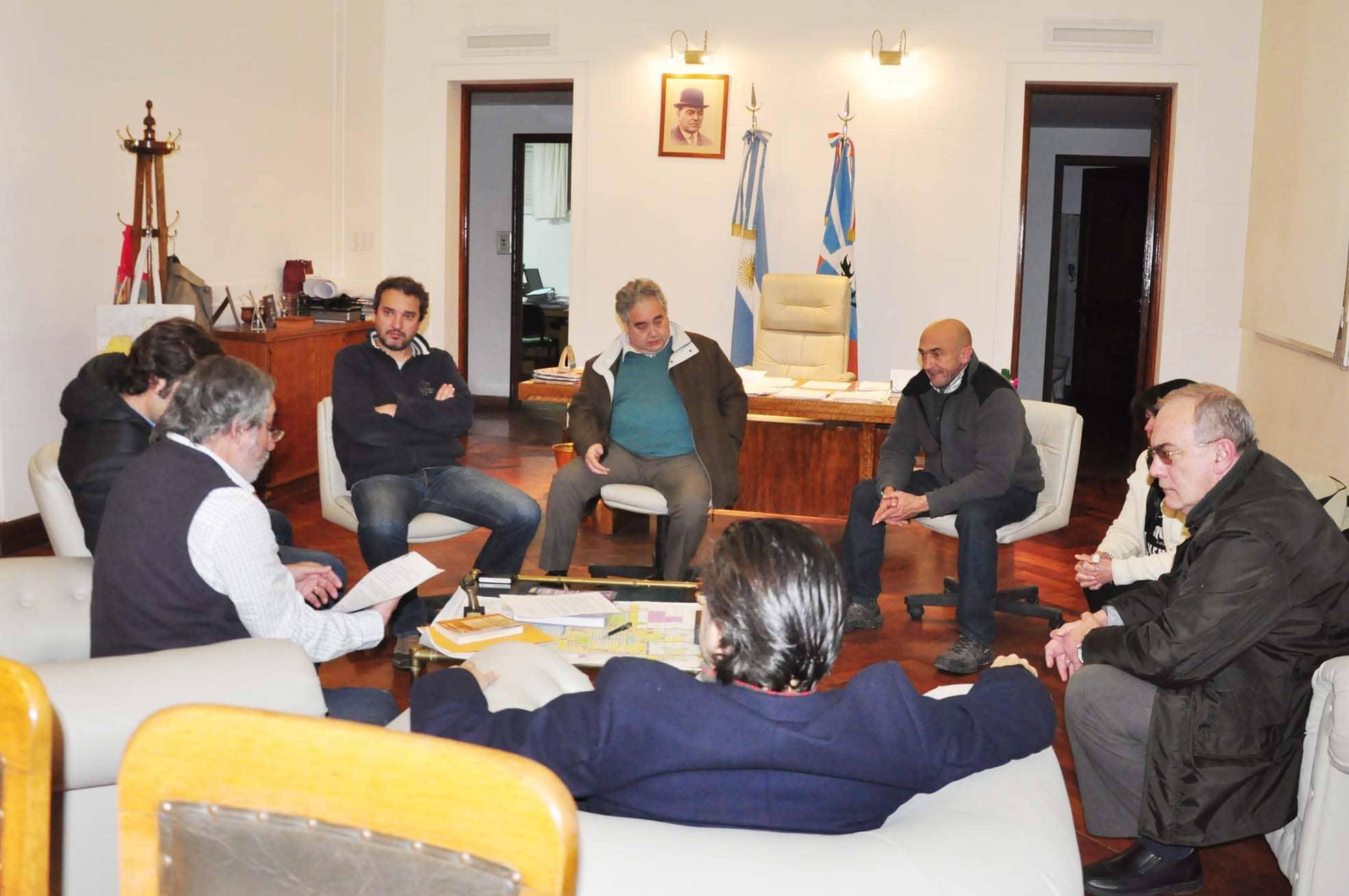 Estacionamiento medido: Fernández se reunió con concejales