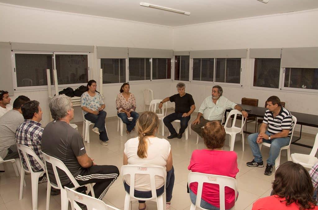 Fernández y funcionarios se reunieron con vecinos del Barrio La Lonja