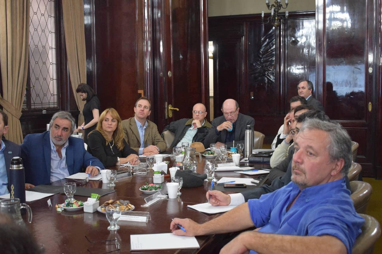 Fern ndez y funcionarios participaron en una reuni n en el for Sueldos ministerio del interior