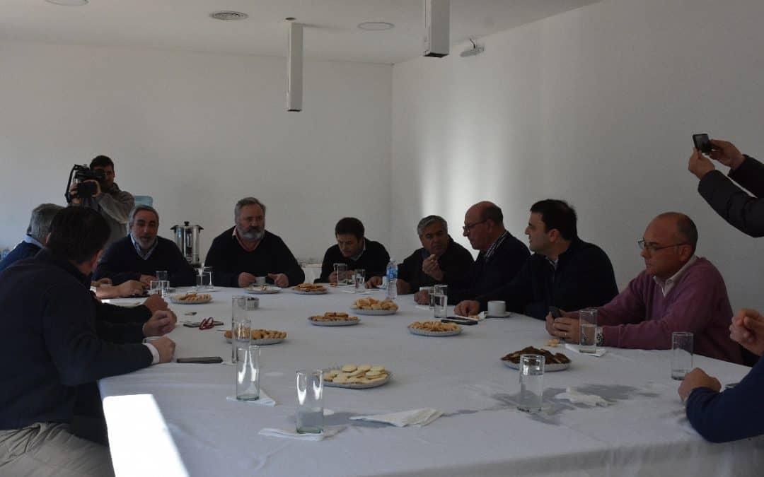 EL INTENDENTE MIGUEL FERNÁNDEZ Y SUS PARES DE LA REGIÓN SE REUNIERON HOY (JUEVES) CON EL MINISTRO JOAQUÍN DE LA TORRE