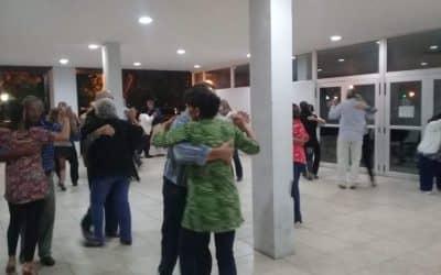 EL PATIO DEL CENTRO CIVICO SE PREPARA PARA CONVERTIRSE MAÑANA OTRA VEZ EN LA PISTA DE BAILE DE TANGO EN LA CALLE