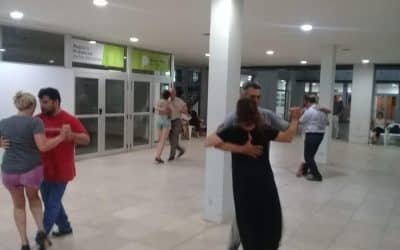 """LA NOCHE DE LOS MIÉRCOLES SE BAILA EN EL PATIO DEL CENTRO CIVICO AL COMPÁS DE """"TANGO EN LA CALLE"""""""